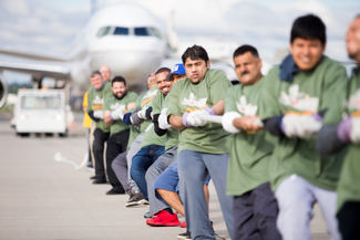 Hudson joins plane pull event at EWR